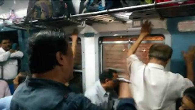 Mumbai commuters get their groove on with impromptu jamming session