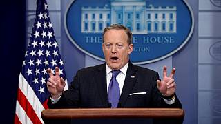 البيت الأبيض يحاول التخفيف من حدة اتهامات ترامب لسلفه بالتنصت عليه