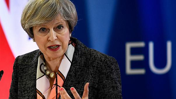 May dice que la reina Isabel II autorizará la ley del 'brexit' en los próximos días