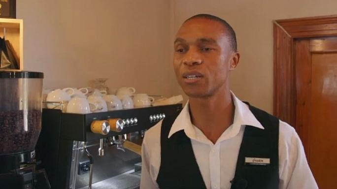 Afrique du Sud : un barista aveugle fait sensation