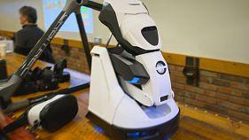 VR-cipővel és házi robottal is készül Japán a CeBitre