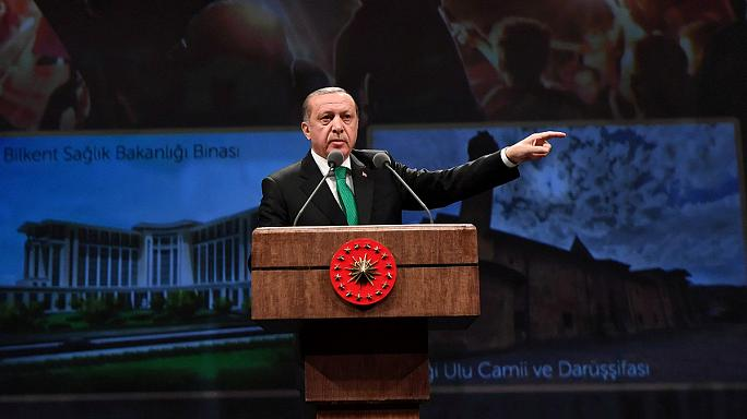 بزرگترین حزب پارلمان اروپا خواستار توقف موقت مذاکرات پیوستن ترکیه به اتحادیه اروپا شد