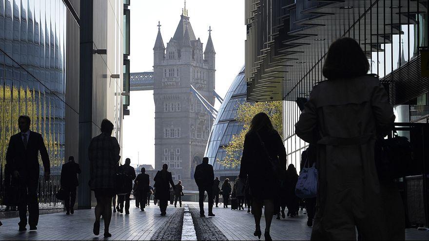 Великобритания: безработица снижается, но за счет нестабильных контрактов