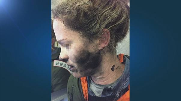Uçakta patlayan kulaklık paniğe sebep oldu