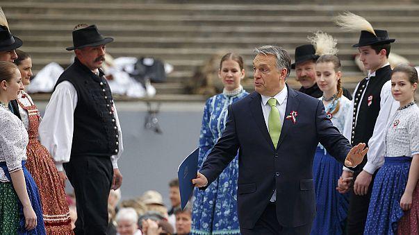 Viktor Orban célèbre la fête nationale hongroise sous les sifflets de ses opposants
