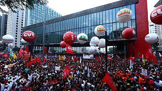 Brazília: százezrek tüntettek a nyugdíjreform ellen
