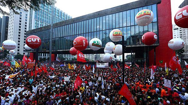 Brasil: manifestantes insurgem-se contra reformas ao sistema de pensões