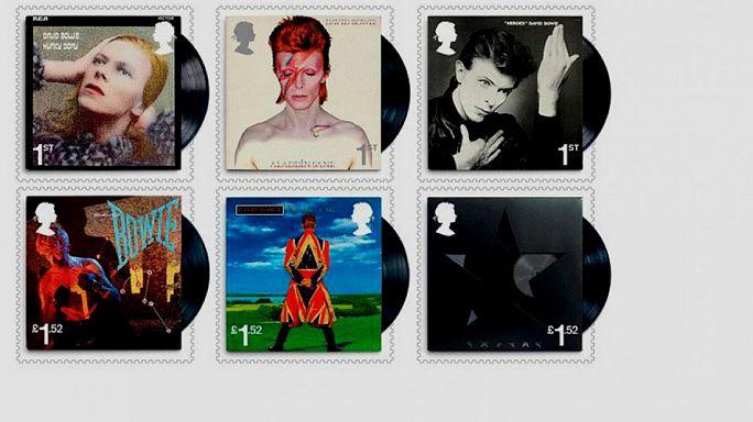 Ψάχνουν γραμματόσημα του Ντέιβιντ Μπόουι που έπεσαν από το «διάστημα»!