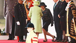 ملكة بريطانيا توقع قانونا يجيز للحكومة بدء اجراءات الخروج من الاتحاد الاوروبي
