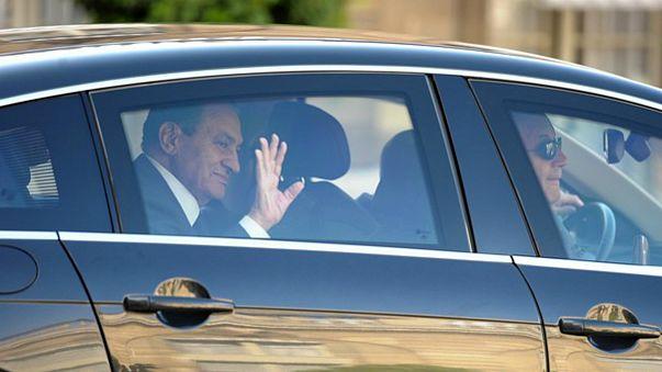 محمد حسني مبارك حراً