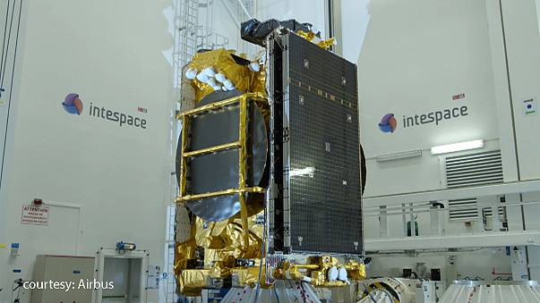 أوروبا ستطلق أول قمر اصطناعي كهربائي يوفر خدمة الانترنت لركاب الطائرات