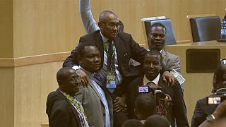 Ahmed Ahmed sucede a Issa Hayatou como presidente da CAF