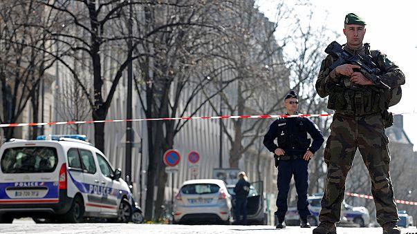 Париж, МВФ, взрывпакет
