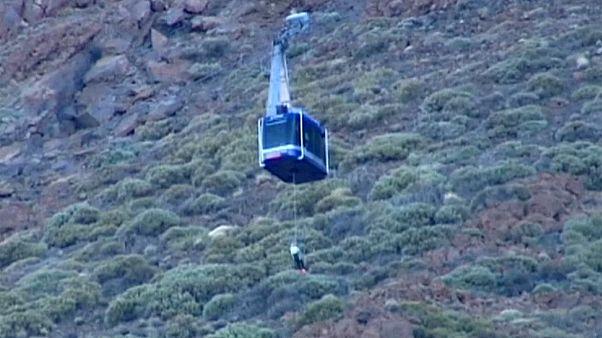 Rescatan a varias decenas de personas del Teide, el pico más alto de España