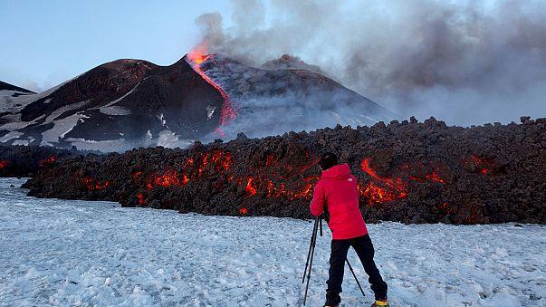 Туристы получили травмы из-за извержения Этны