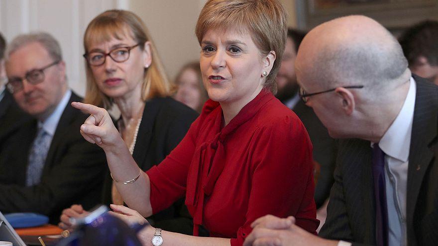 """تيريزا ماي:""""الوقت غير مناسب لتنظيم استفتاء على استقلال اسكتلندا"""""""