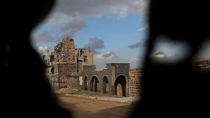 Hívőkkel teli mecsetet ért találat az esti ima idején Szíriában