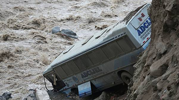 Sárlavinák pusztítják Perut