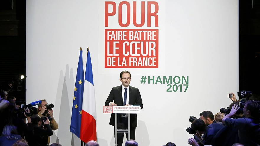Benoît Hamon présente son programme et tente un difficile exercice de synthèse