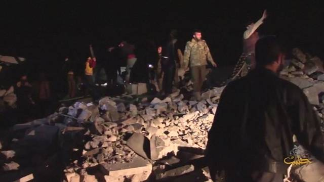 عشرات القتلى والجرحى جراء غارة على مسجد في سوريا