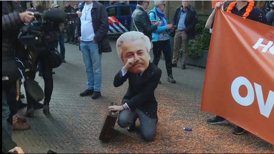 مذاکره بین احزاب هلند برای تشکیل دولت ائتلافی آغاز شد
