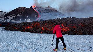 Etna: almeno 10 feriti per eruzione. Aeroporto di Catania a mezzo servizio