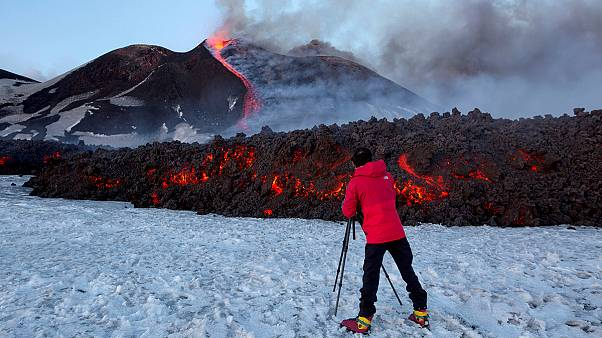 سومین روز از فوران آتشفشان اتنا در ایتالیا
