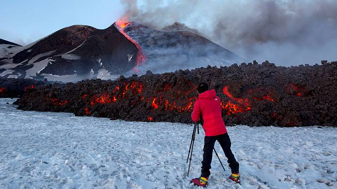 Etna yanardağında meydana gelen patlamada 10 kişi yaralandı