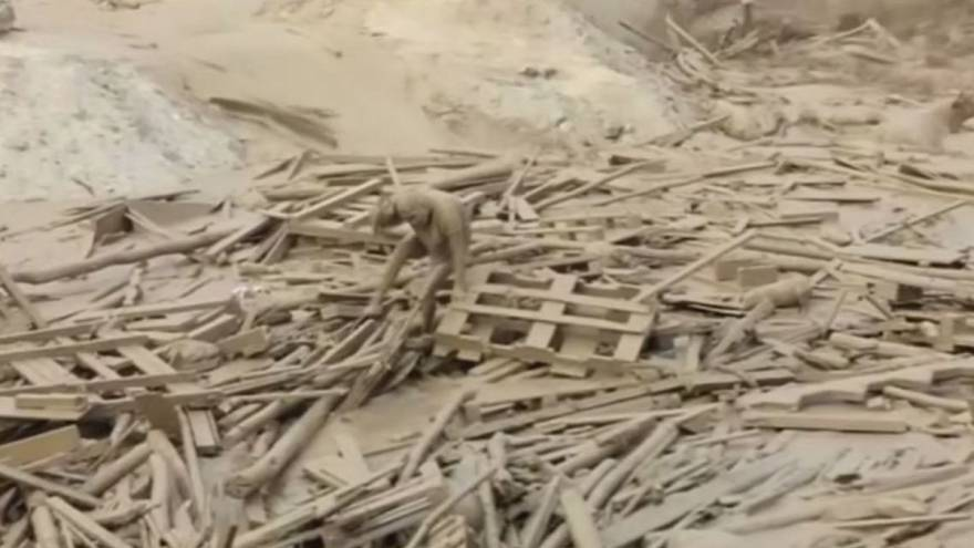 Peruvian woman escapes with her life from raging mudslide