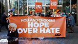 Hollanda'da parlamento binası önünde seçim kutlaması