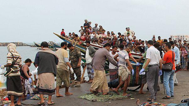 Mülteci teknesine helikopterle saldırı: 42 ölü