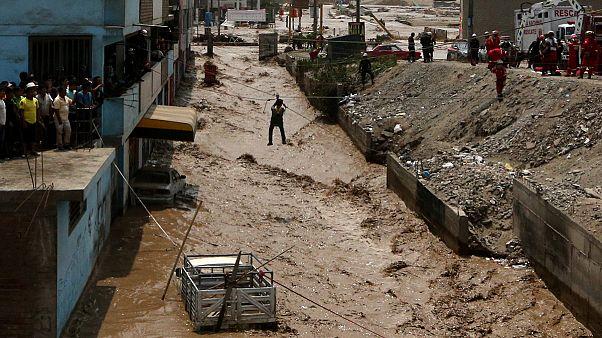 سیل در پرو ده ها قربانی گرفت و زندگی هزاران نفر را مختل کرد