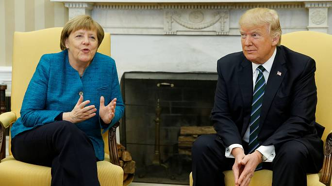 """Trump recibe con frialdad a Merkel y dice que no es un """"aislacionista"""""""