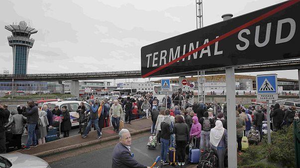 سارق اسلحه یک مامور نظامی در فرودگاه اورلی پاریس کشته شد