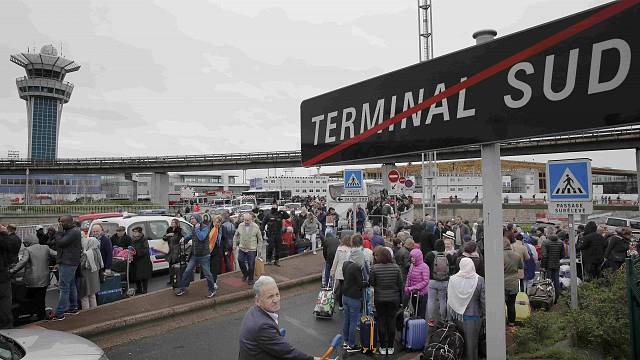Attacker shot dead at Orly airport