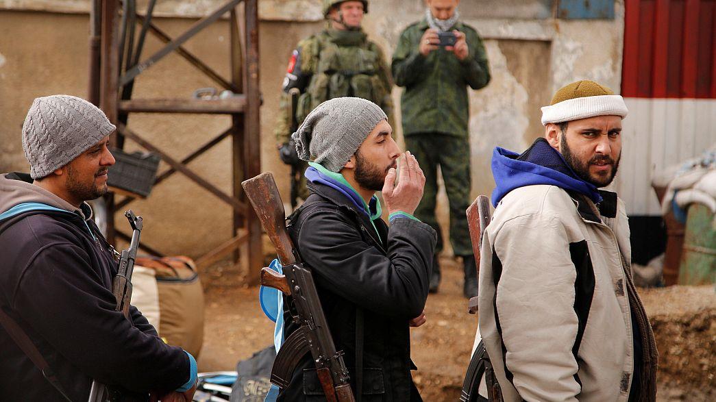 Letzte Aufständische mit ihren Familien verlassen Rebellenhochburg Homs