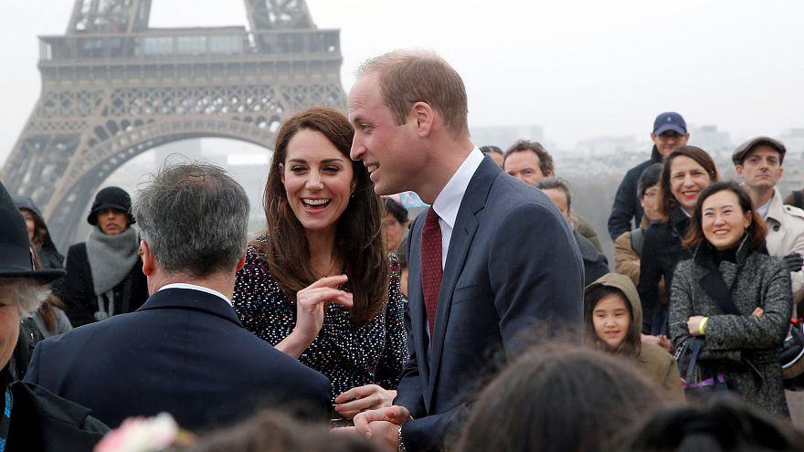 Britische Royals treffen Terror-Opfer in Paris