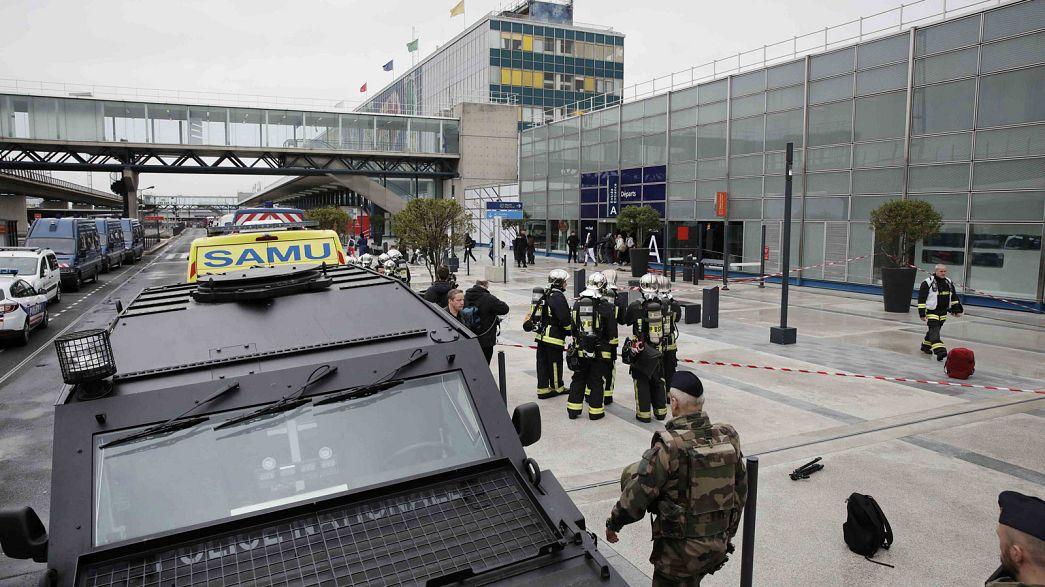 سه تن از نزدیکان مهاجم فرودگاه اورلی پاریس تحت بازجویی قرار گرفتند