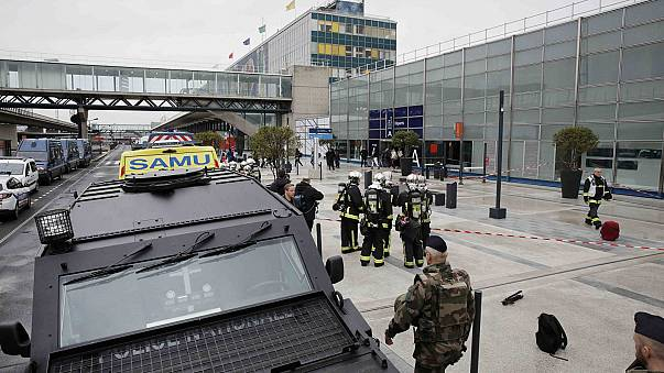 Paris: Assaltante do aeroporto de Orly estava determinado a matar e pronto a ser morto