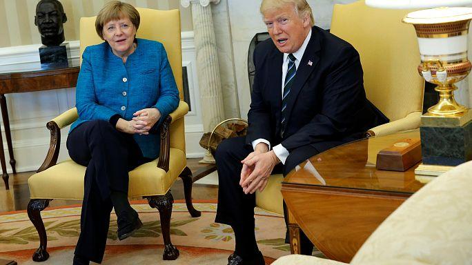 Hört Trump schlecht? Oder wollte er Merkel nicht hören?