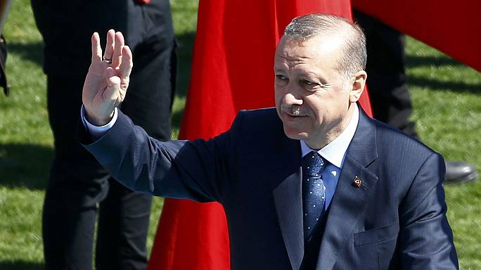 "Erdoğan acusa Berlim de ""apoiar o terrorismo"""