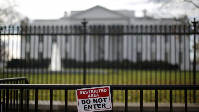 White House in lockdown after car bomb scare