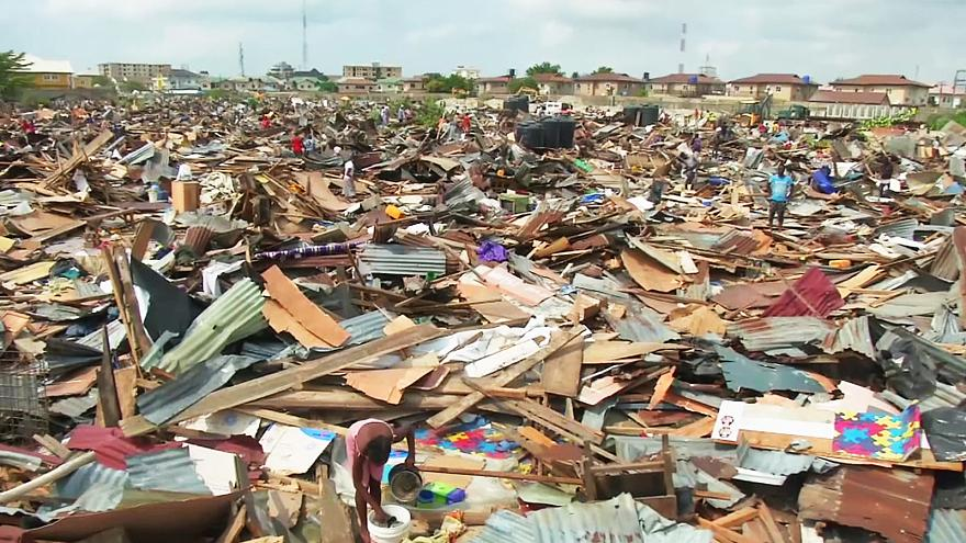Bairro de lata nigeriano demolido em Lagos