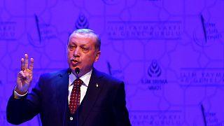 Le président turc Erdogan renouvelle ses attaques frontales contre la chancelière allemande Merkel
