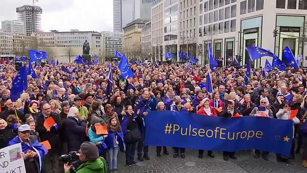 """À Berlin, on ne manifeste pas """"contre"""" mais """"pour"""" défendre l'UE"""