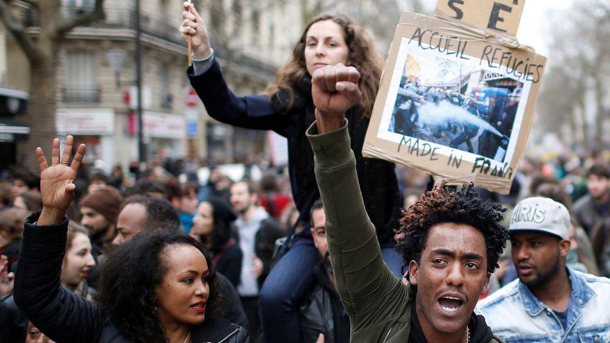Paris'te polis şiddetine karşı protesto eylemi