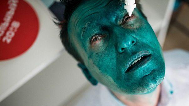 إذا ما تجرأت وعارضت بوتين...سيصبح وجهك أخضرا
