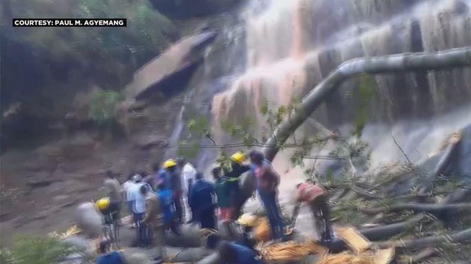 La caída de un árbol mata a una veintena de jóvenes en Ghana