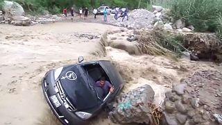 Перу: наводнения и оползни оставили без крова 100 000 человек