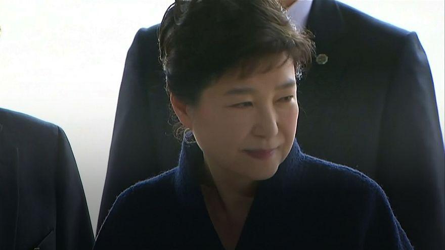 Ex-presidente da Coreia do Sul ouvida pela procuradoria de Seul